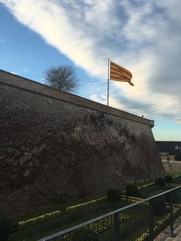 castillo+barcelona+bandera