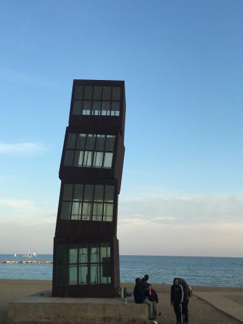 escultura en la playa barcelona