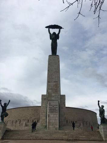 estatua+libertad+budapest