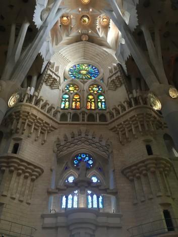 interior+sagrada+familia+barcelona