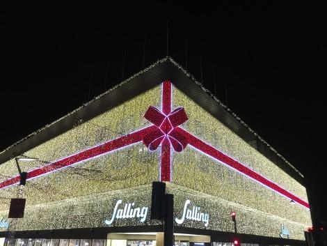 Una de las decoraciones navideñas más gastadoras de luz que vi en Europa.