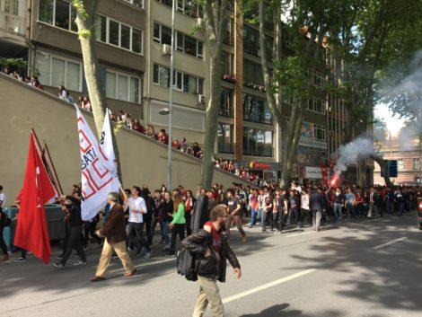 chicos+manifestacion+estambul estambul la puerta oriente