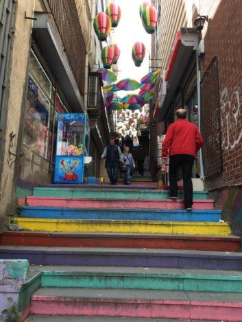 escalones+colores+calle+estambul+turquia estambul la puerta oriente