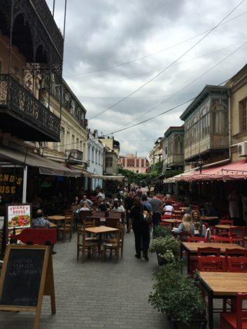 calle+pintoresca+tbilisi+restaurantes