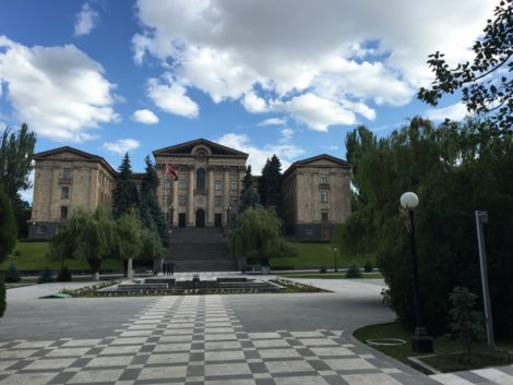 parlamento+edificio+armenia+yerevan