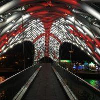 puente+tbilisi+noche+georgia+bandera