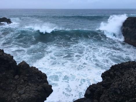 los+hervideros+olas+gigantes+rocas naturaleza en lanzarote