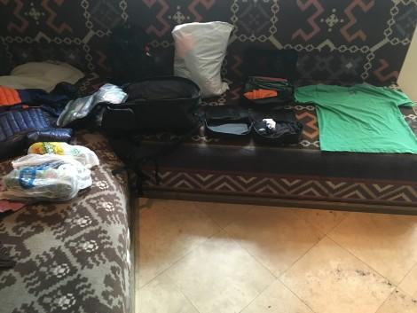 Acomodando la mochila en el hostel!