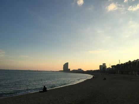 vista atardecer playa barceloneta