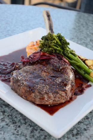 carne+ensalada+buenos hábitos+dieta
