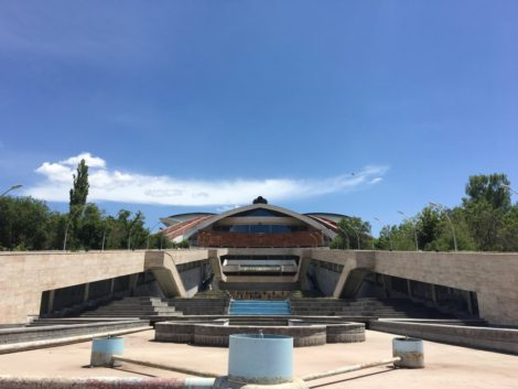 estructura+rara+yerevan+armenia visitar la capital de armenia