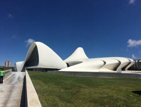 edificioblancobakuazerbaijan visitar baku azerbaiyan